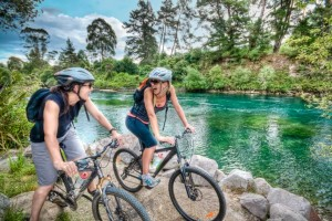 Girls-mountain-biking-along-Waikato-RIver-Taupo