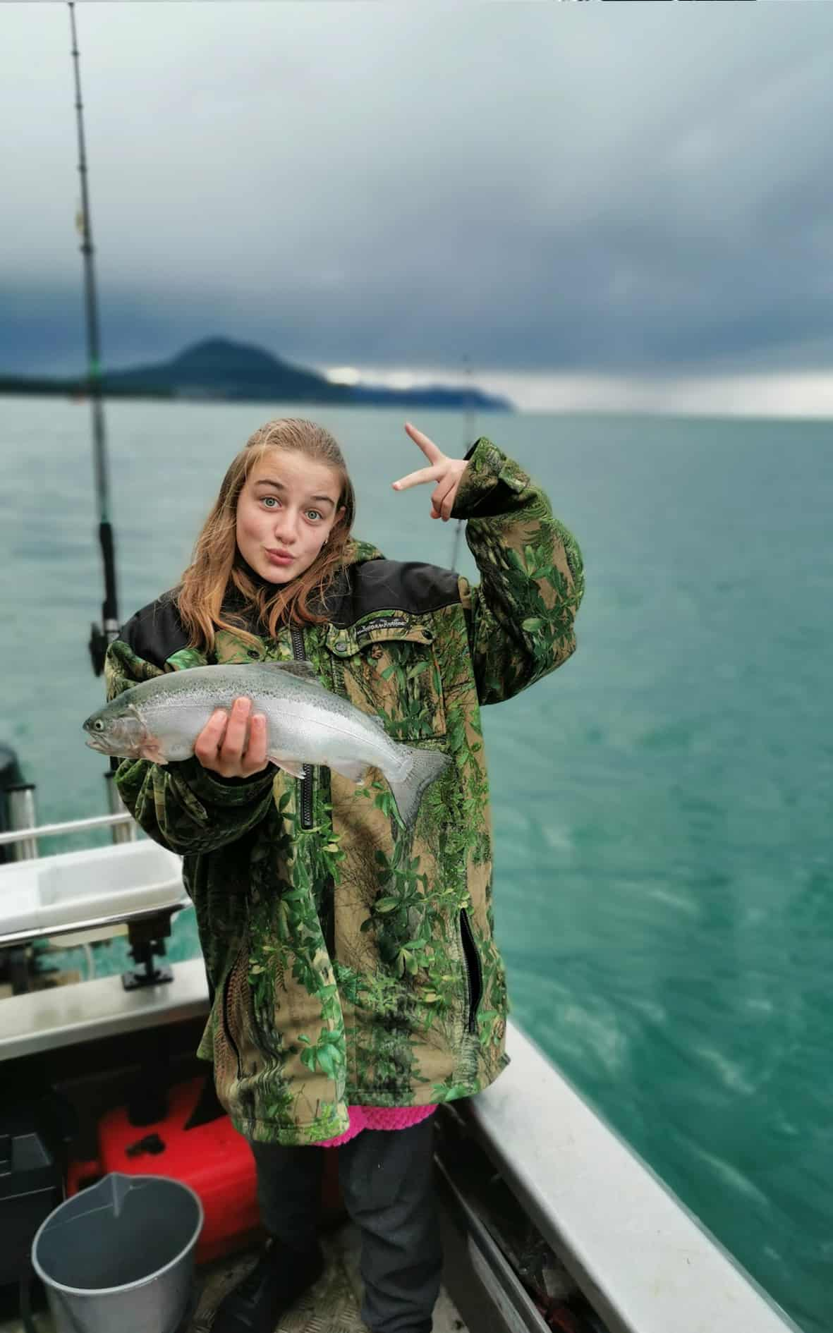 Girl_with_fish